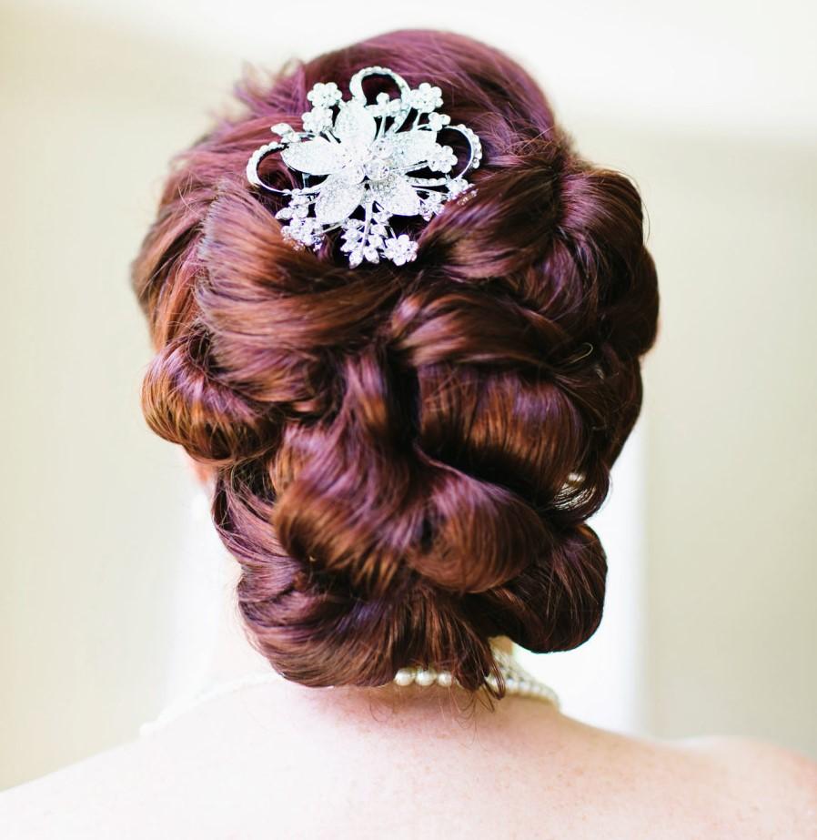 Tóc cưới đẹp búi tròn kiểu cách hoàng gia quý phái