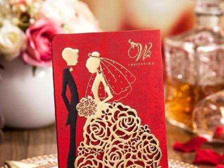 Thiệp cưới đẹp cắt laser hình cô dâu chú rể ấn tượng