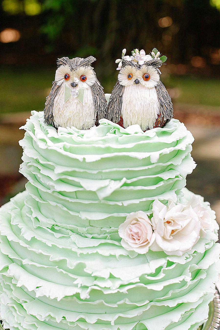 Bánh cưới đẹp màu xanh bạc hà với hình đôi cú mèo xinh xắn