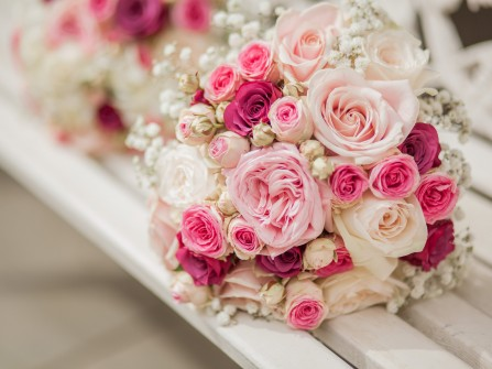 Hoa cưới cầm tay màu hồng nhạt được nhiều cô dâu yêu thích