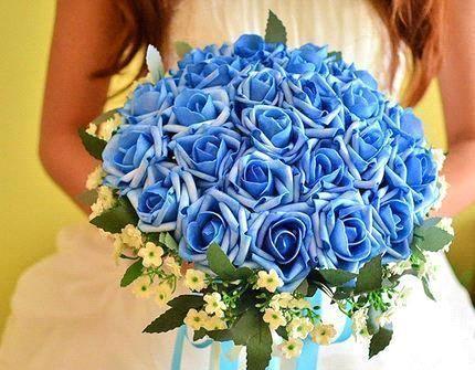 Hoa cưới cầm tay với hoa hồng xanh đầy ấn tượng