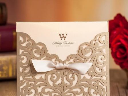 Thiệp cưới đẹp màu vàng đồng cắt laser họa tiết cổ điển