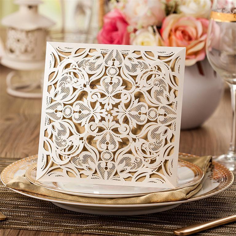 Thiệp cưới đẹp thiết kế cắt laser màu trắng
