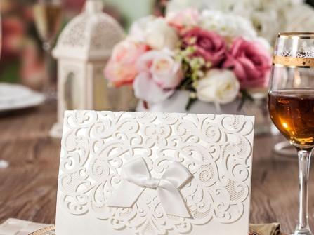 Thiệp cưới đẹp cắt laser độc đáo màu trắng thanh lịch