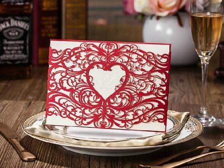 Thiệp cưới đẹp màu đỏ nền trắng cắt laser tinh xảo