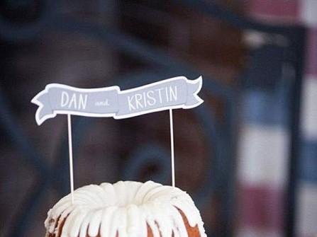 Bánh cưới naked đơn giản phủ kem hai lớp