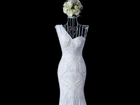 Váy cưới đuôi cá chất ren kết pha lê cầu kỳ ấn tượng