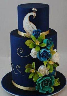 Bánh cưới đẹp trang trí chim công xanh