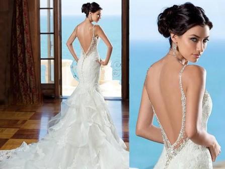 Váy cưới hở lưng khoe trọn vẻ gợi cảm và quyến rũ