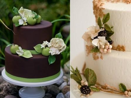 Bánh kem cưới phủ chocolate trang trí hoa và trái cây