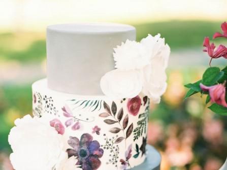 Bánh cưới vẽ tay kết hợp hoa nổi bằng đường