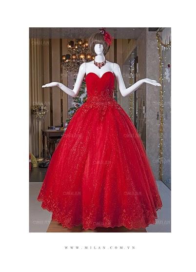 Váy cưới màu đỏ nổi bật cho mùa cưới cuối năm