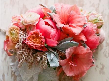 Hoa cầm tay cô dâu kết từ hoa lan huệ sắc màu ngọt ngào