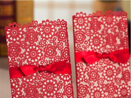 Thiệp cưới đẹp màu đỏ cắt laser hoa mùa xuân