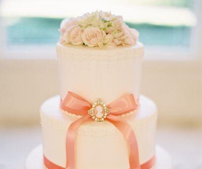 Bánh cưới đẹp phủ kem fondant màu trắng sang trọng