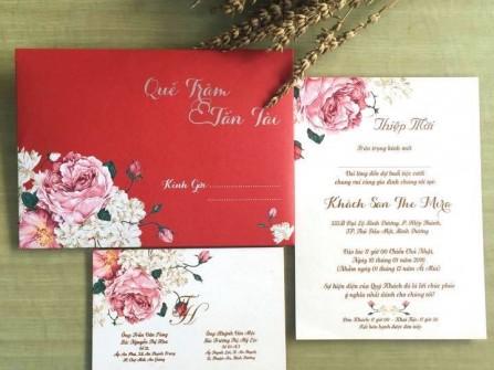 Thiệp cưới đẹp màu đỏ sang trọng in họa tiết hoa mẫu đơn