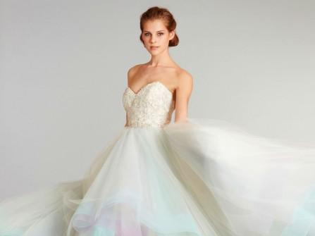 Váy cưới đẹp xòe bồng bềnh tựa mây ngũ sắc