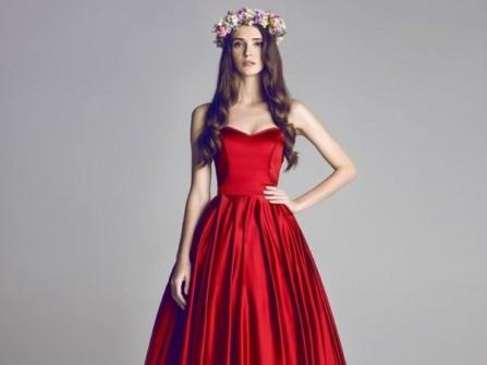 Váy cưới đẹp màu đỏ chất liệu satin quý phái