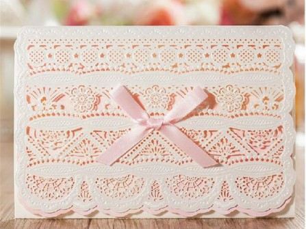 Thiệp cưới đẹp cắt laser họa tiết ren tinh tế màu hống kem
