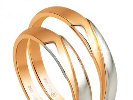 Nhẫn cưới vàng cổ điển kết hợp họa tiết vàng trắng hiện đại