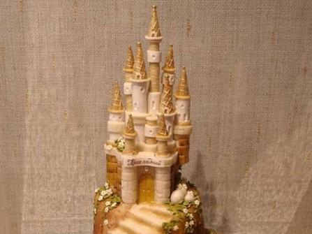 Bánh cưới lộng lẫy hình lâu đài