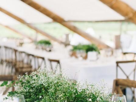 Hoa trang trí bàn tiệc cưới