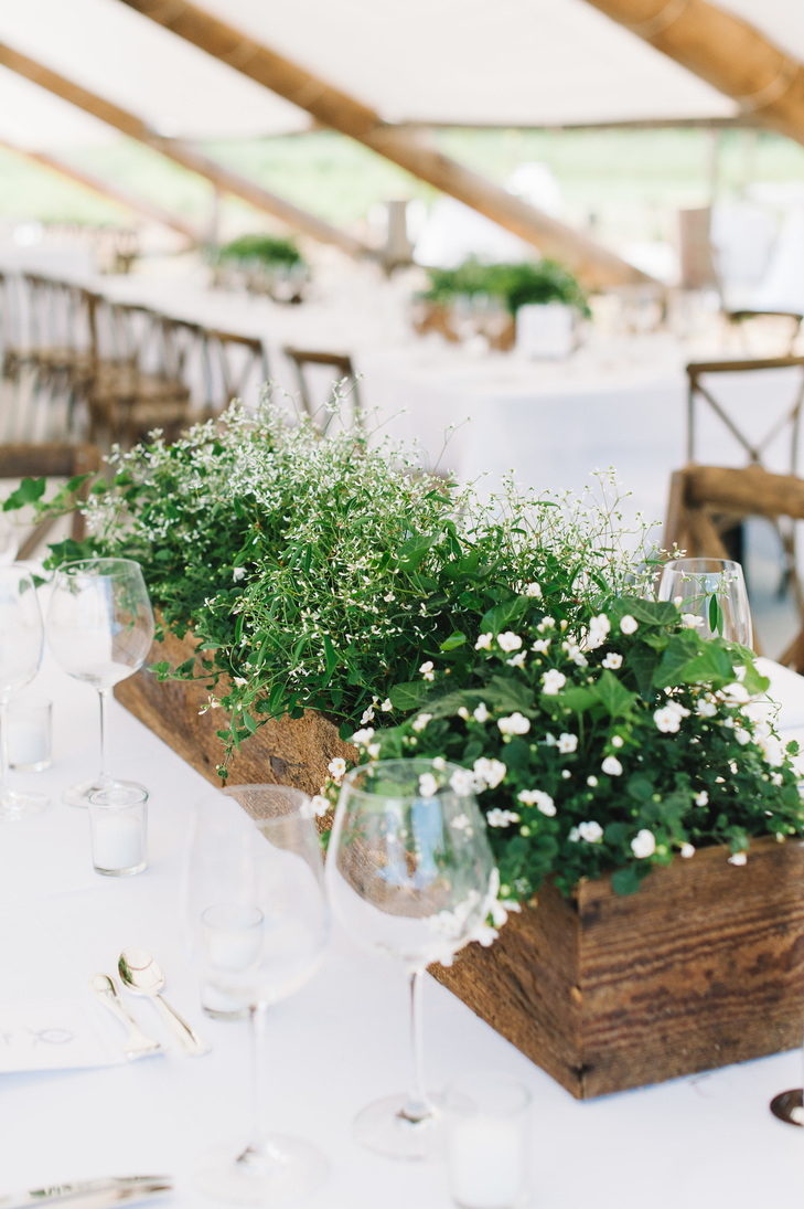 """Hoa trang trí bàn tiệc cưới """"xanh"""" đơn giản nhưng cực chất"""