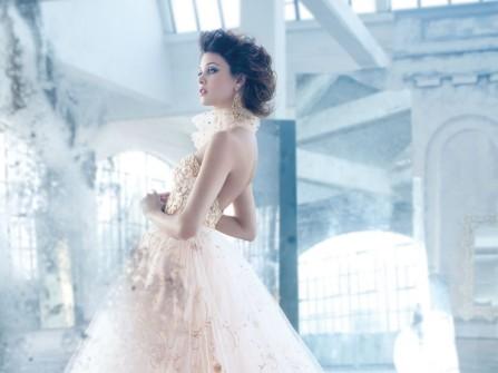 Chọn váy cưới đẹp  theo đường viền cổ