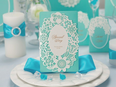 Thiệp cưới đẹp cắt laser màu trắng và xanh bạc hà