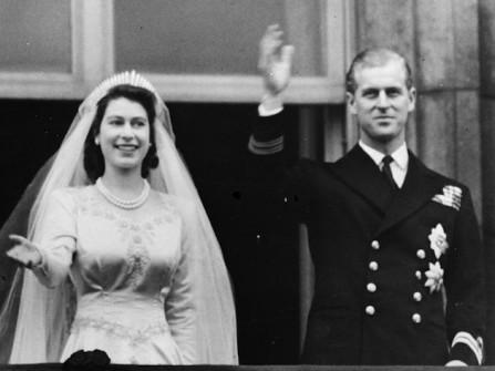 Ngắm lại ảnh cưới đẹp của Nữ hoàng Anh Elizabeth