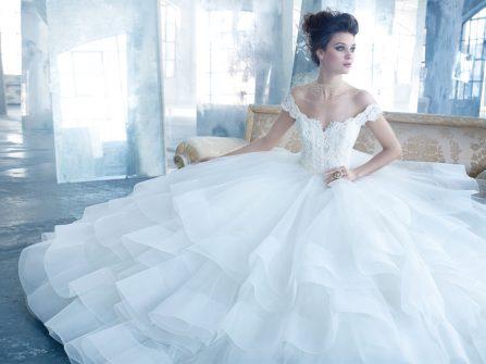 Váy cưới đẹp dáng công chúa xếp tầng ấn tượng