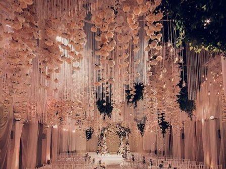Ý tưởng hoa trang trí đám cưới đẹp khó tưởng