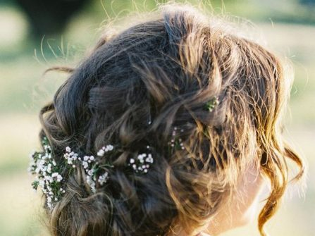 Tóc cưới đẹp thắt bím búi rối tự nhiên và lãng mạn