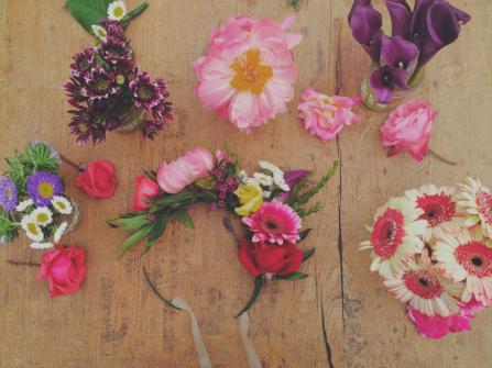 Chuẩn bị cho đám cưới: Tự tay làm vòng hoa xinh xắn