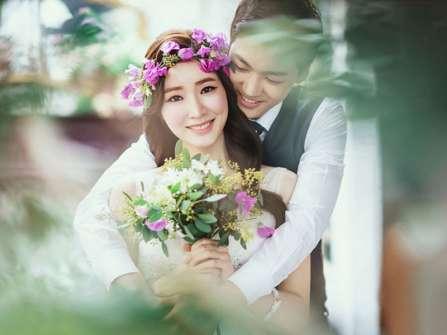 2 cách làm vòng hoa cô dâu bằng giấy nhún xinh xắn