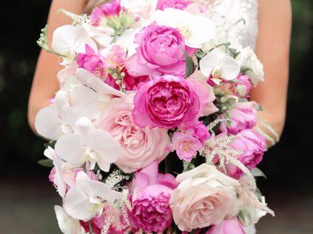 Hoa cưới đẹp và ấn tượng phong cách thác nước
