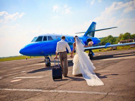 Du lịch trăng mật: làm gì để tiết kiệm tiền khi đến sân bay?