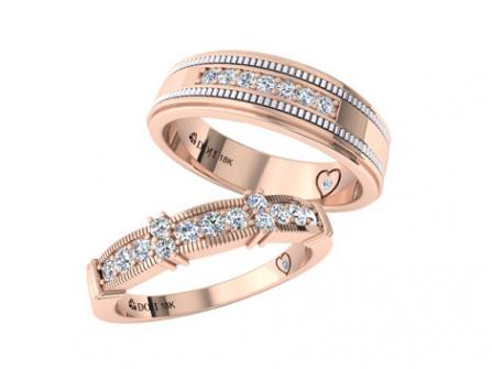 Nhẫn cưới vàng hồng chạm khắc và đính kim cương cầu kỳ