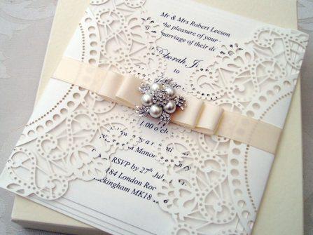 Thiệp cưới đẹp và sang trọng đính đá, hạt trai