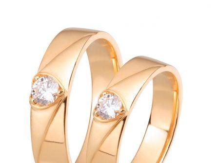 Nhẫn cưới vàng cổ điển mặt nhẫn hình trái tim đính kim cương