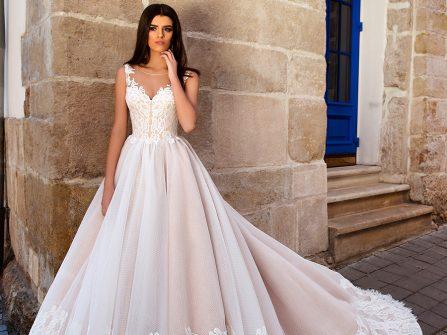 Váy cưới đẹp phong cách công chúa màu hồng pastel phối ren