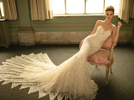 Váy cưới đuôi cá đính đá và hạt trai tuyệt đẹp