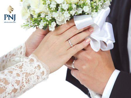 Nhẫn cưới và chuyện gắn kết trăm năm