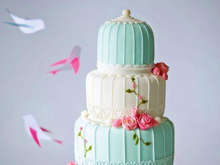 Bánh cưới đẹp phủ kem fondant trắng và xanh bạc hà