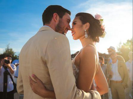 Đám cưới bãi biển lãng mạn của siêu mẫu Hà Anh