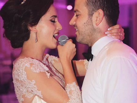 Nhạc đám cưới tiếng Anh: Everytime we touch