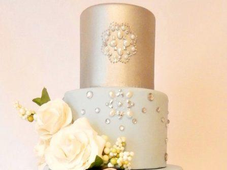 Bánh cưới đẹp 5 tầng màu xanh thanh bình cầu kỳ