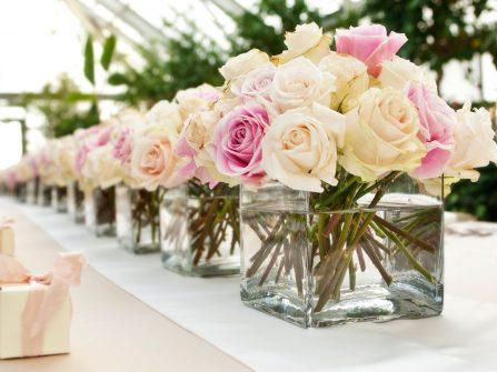 Chọn hoa cưới để bàn giúp hôn lễ đẹp lung linh