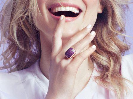 Ngón tay đeo nhẫn cho bạn biết điều gì?