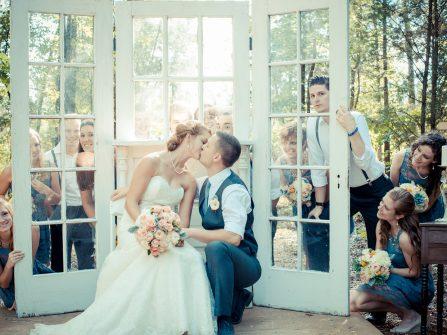 Các phép lịch sự trong nghi lễ cưới hiện đại thời mạng xã hội lên ngôi